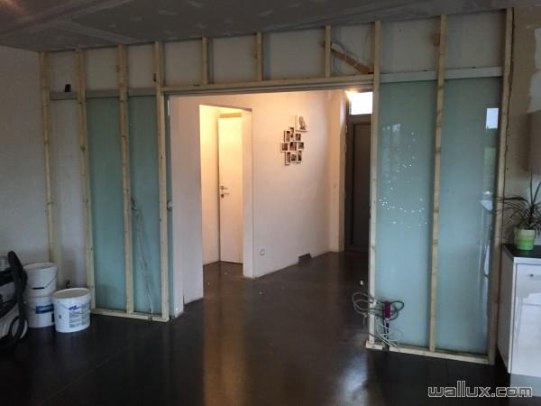 Structure de la cloison pour Caché la porte en verre