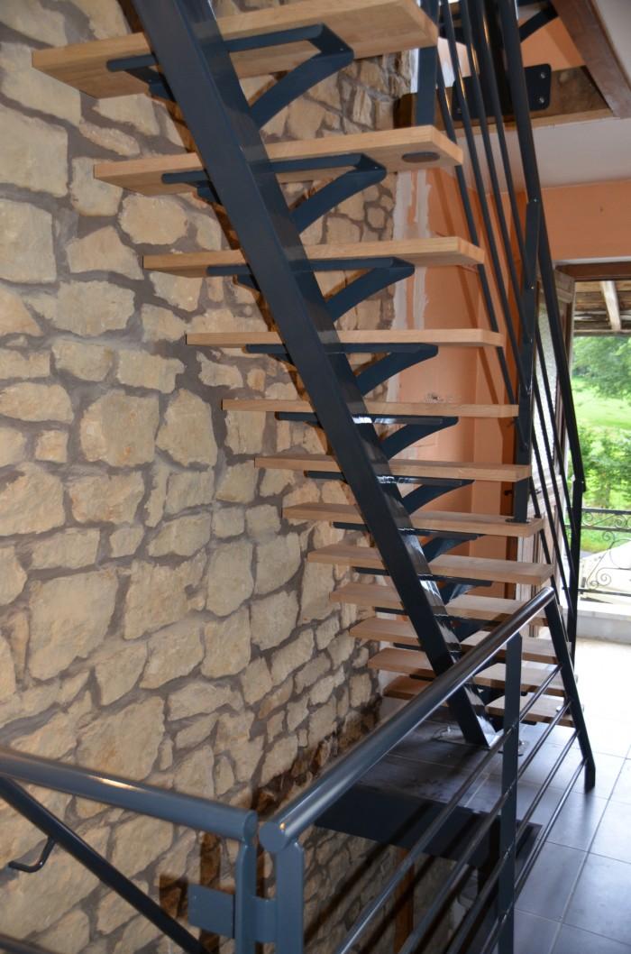 Escalier Limon central Laqué