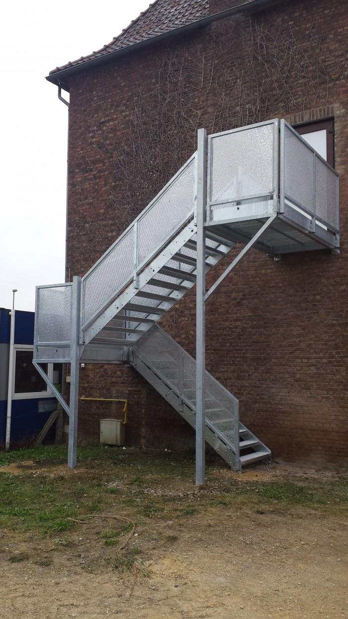 Escalier industiel galvanisé caillebotis