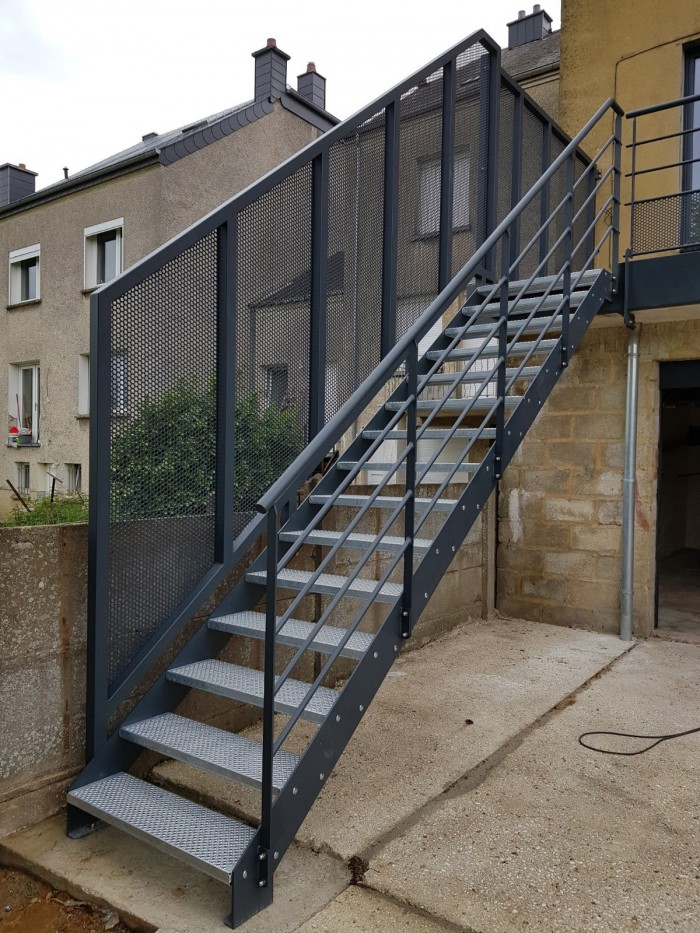 Escalier métallisé et thermolaqué