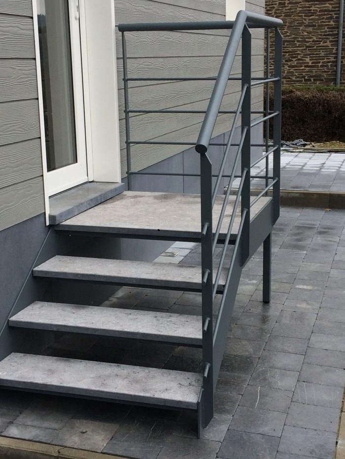 Escalier extérieur + marches pierre bleu