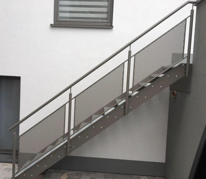 Escalier extérieur métallisé thermolaqué