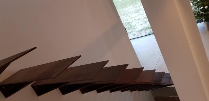 Escalier flottant acier corten