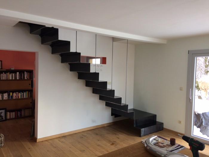 Escalier tôle pliée acier brut