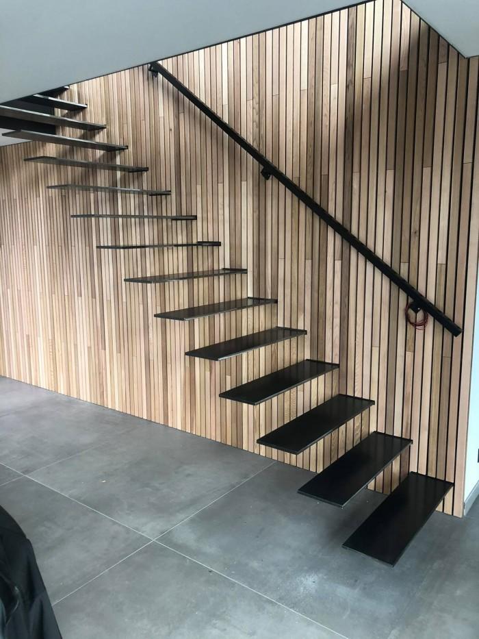 Escalier flottant + marches acier