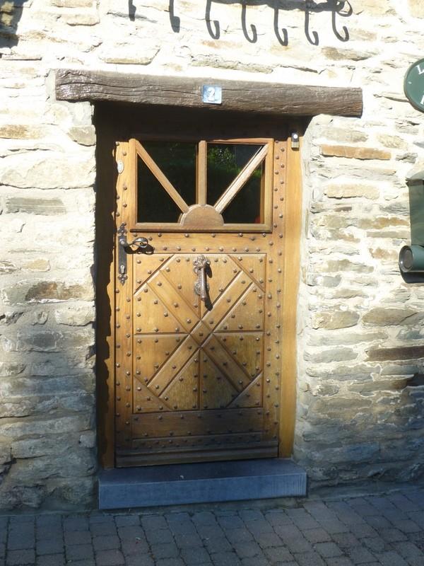 Porte d'un bâtiment classé