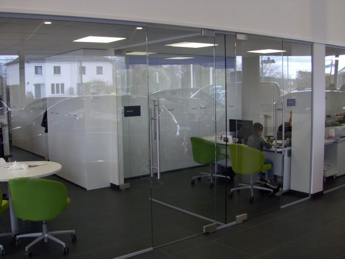 Cloison de bureau avec portes en verre