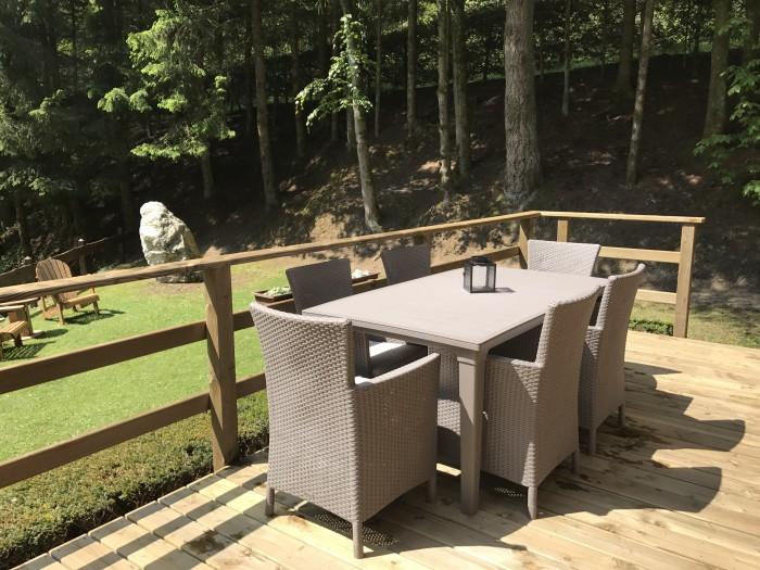 Coin salle à manger, terrasse du haut