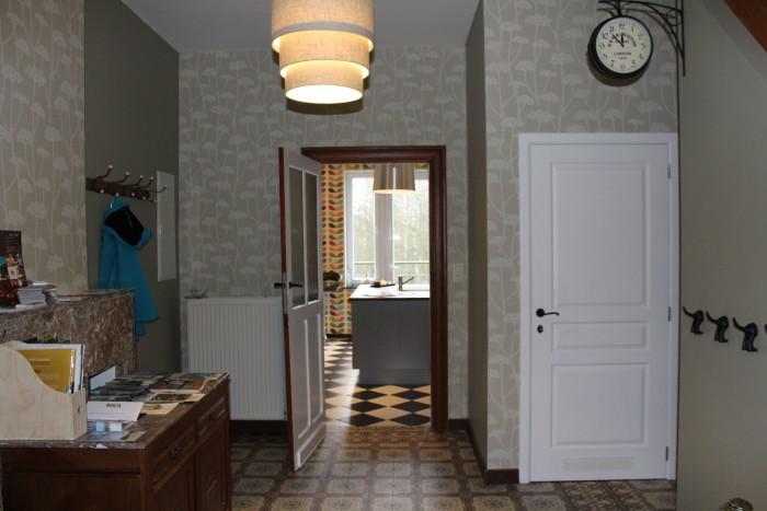 Vue du hall d'entrée sur la cuisine