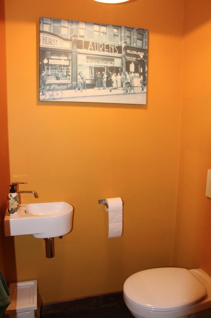 Toilette séparée avec évier