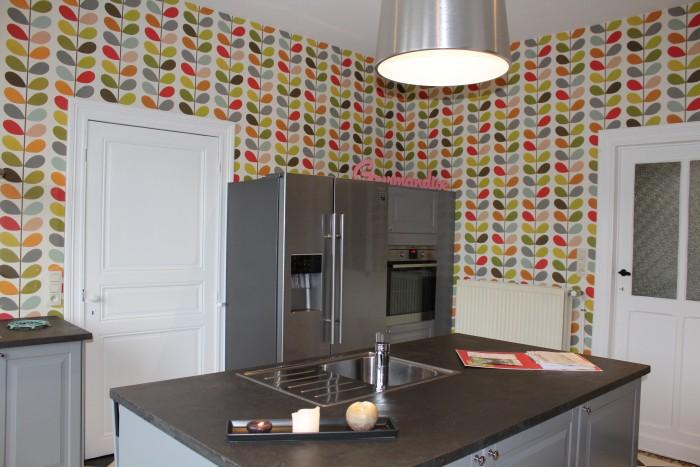 La cuisine et son frigo américain