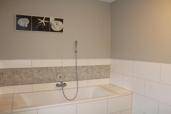Bain dans la grande salle de bain