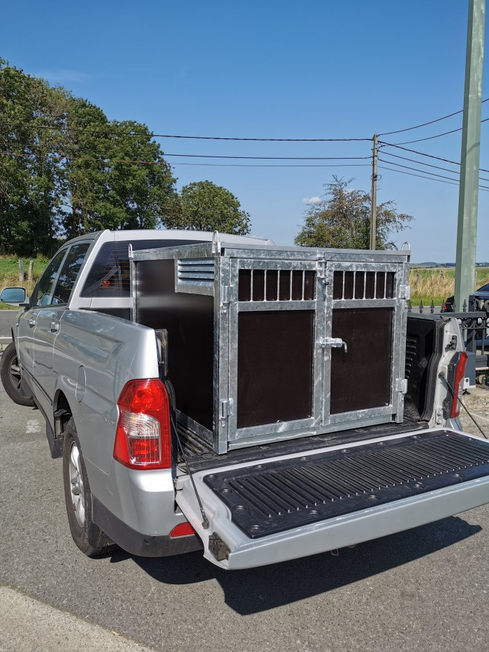 Box 2 chiens pour jeep.